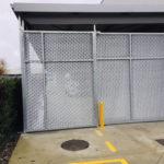 Sécurisation d'un site industriel avec grilles gavalnisées et portail automatique pour passage véhicule