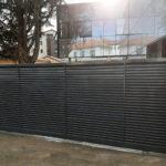 Les finitions de serrureries d'un cabinet dentaire avec la mise en place d'un portail automatique et clôture de sécurité à Blagnac